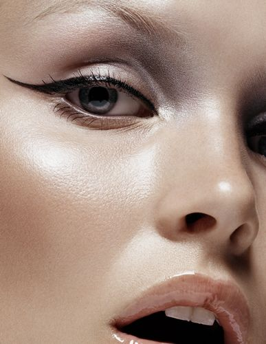 Open your wings – More Eye Liner please!