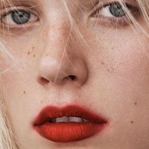 Summer perfection! Red lipstick change everything.