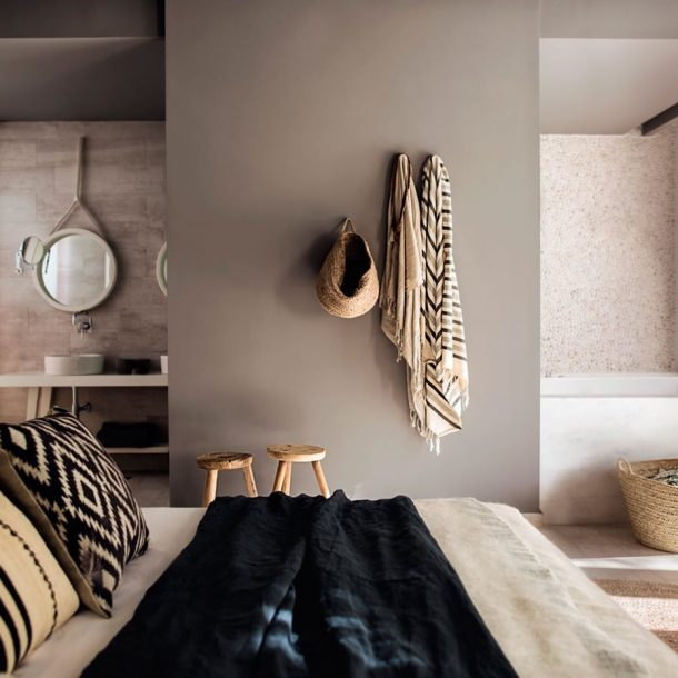 Grecian Chic Interior – Barefoot Zone!