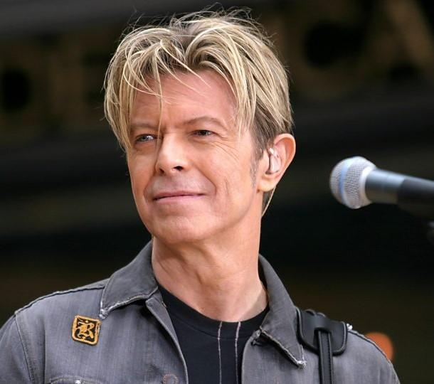 El plays The Major David Bowie