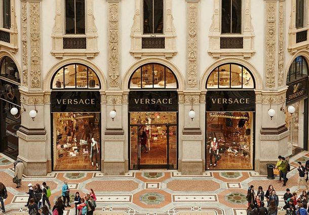 H πώληση του οίκου Versace!